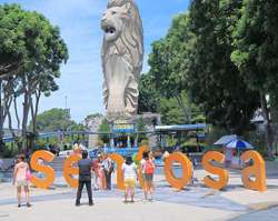 <p>In the afternoon, embark on a delightful tour to the world-famous Sentosa Island.</p>